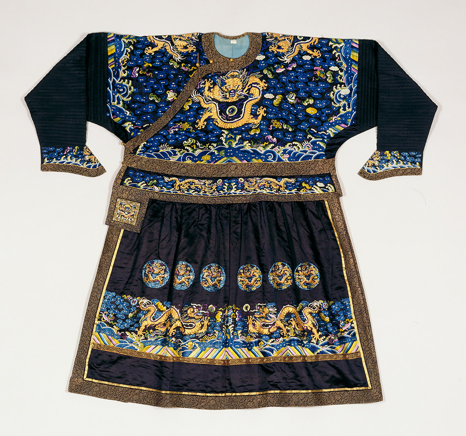 Manchu-man's-formal-court-robe_950_w