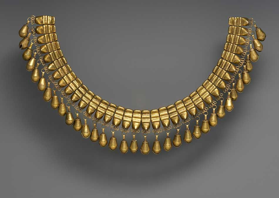 Necklace-with-Beads-in-the-Shape-of-Jaguars-Teeth_Gold_Mixtec_Nudzavui-a.d.-1200-1521_Mexico_The-Metropolitan-Museum-of-Art.jpg