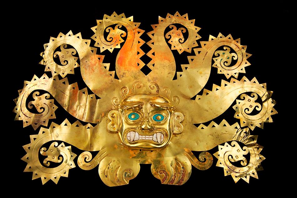 Octopus-Frontlet_Gold, chrysocolla, shells,Moche A.D. 300-600,Perú, La Mina,Museo de la Nación, Lima,Ministerio de Cultura del Perú