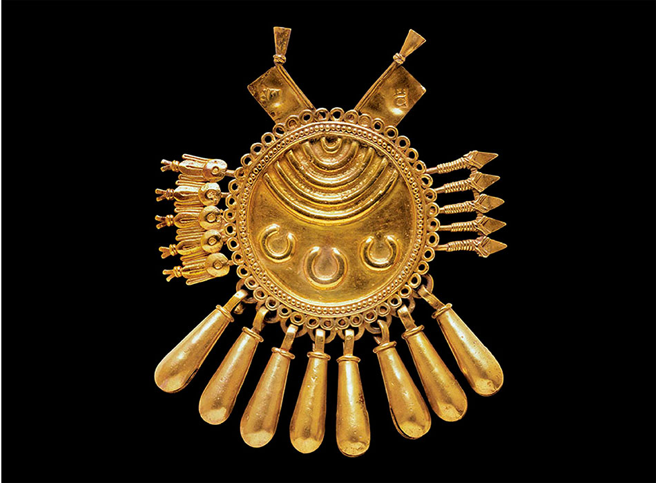 Shield-Pendant-with-Darts