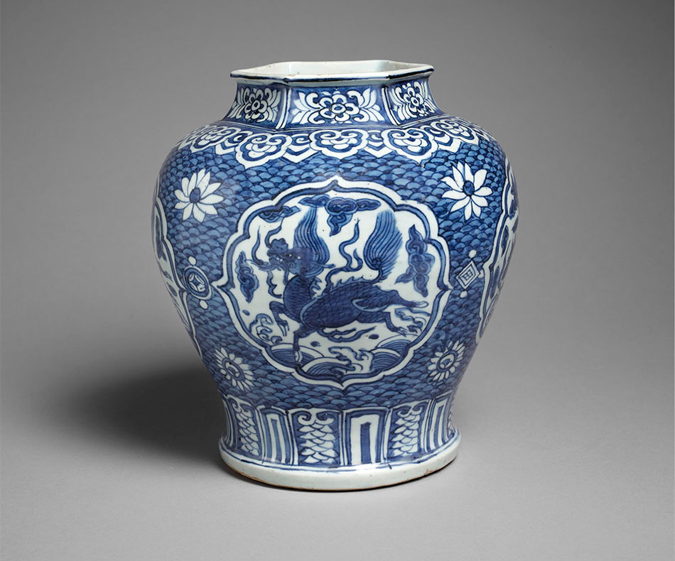 Vase_China_Porcelain_Ming dynasty_Kimbell Art Museum_The Sam and Myrna Myers Collection