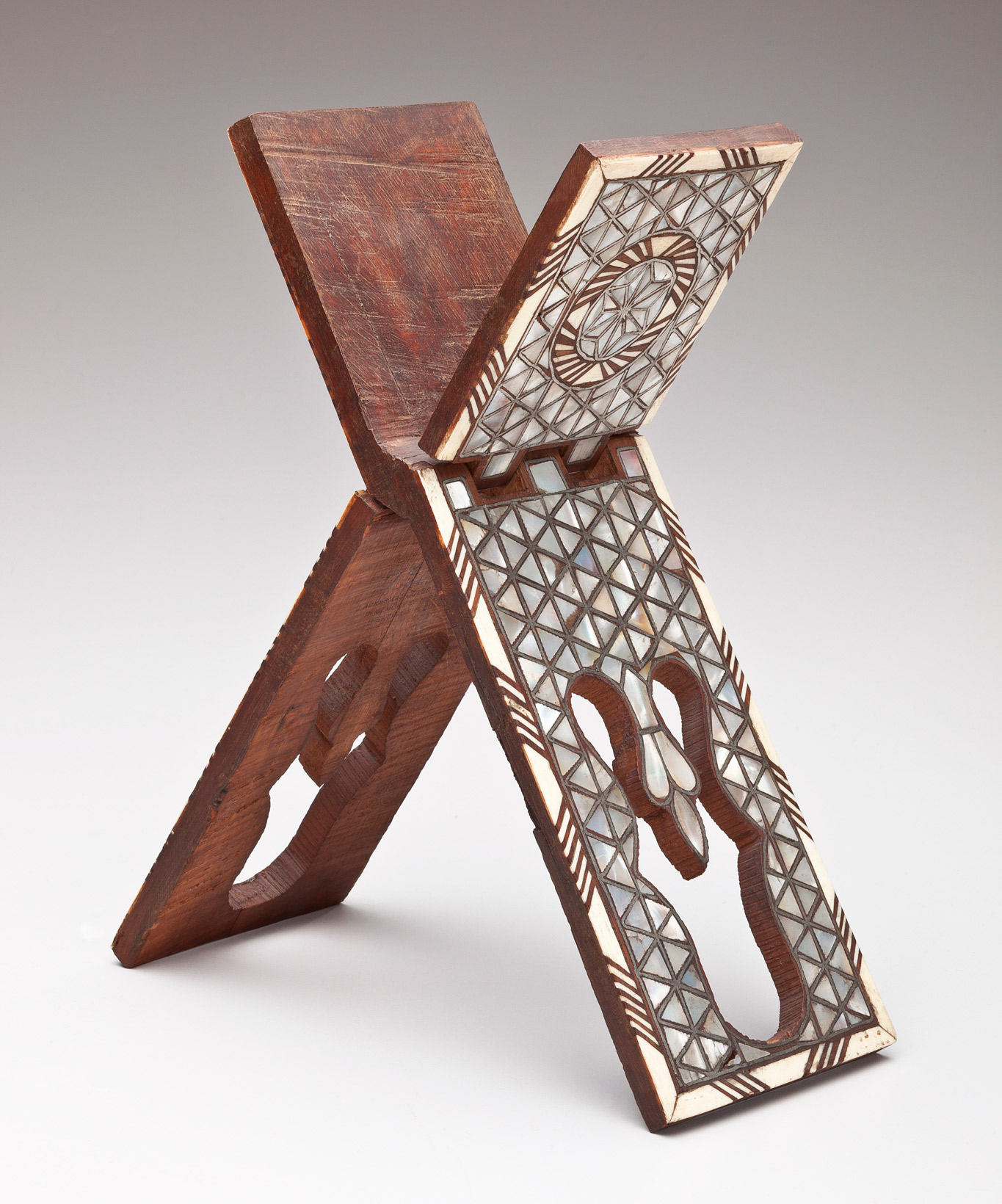 20.858.-Unknown,-Bookstand-(Rehal)-with-Geometric-Motif_950w