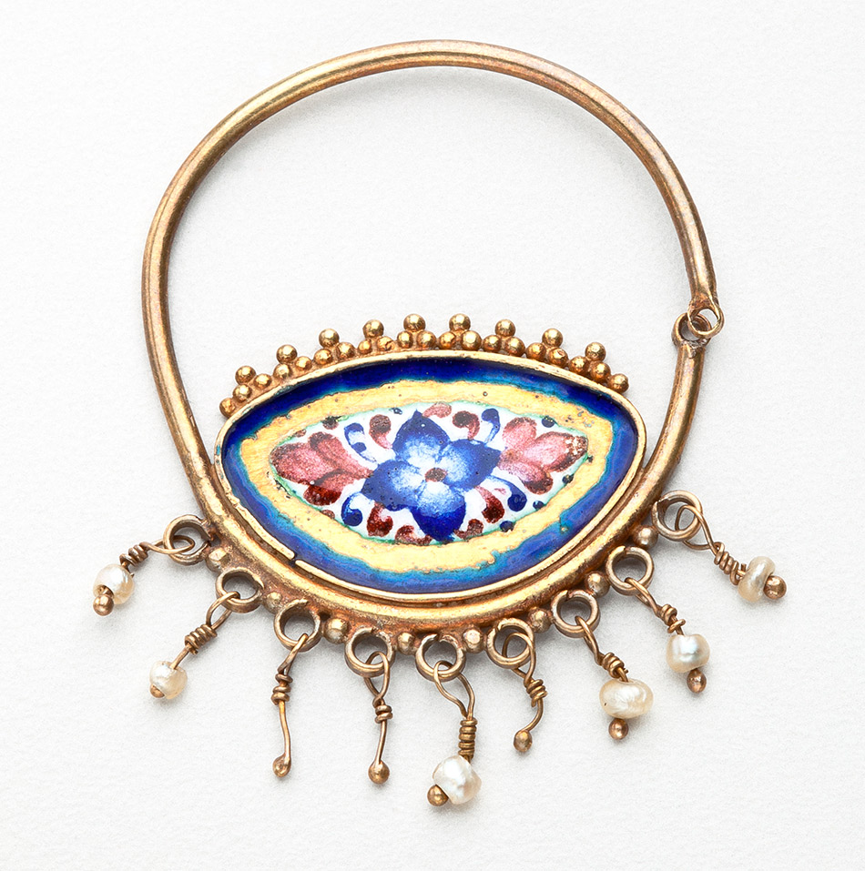 29.786_Unknown,-A-Single-Earring-with-Floral-Motifs_950w