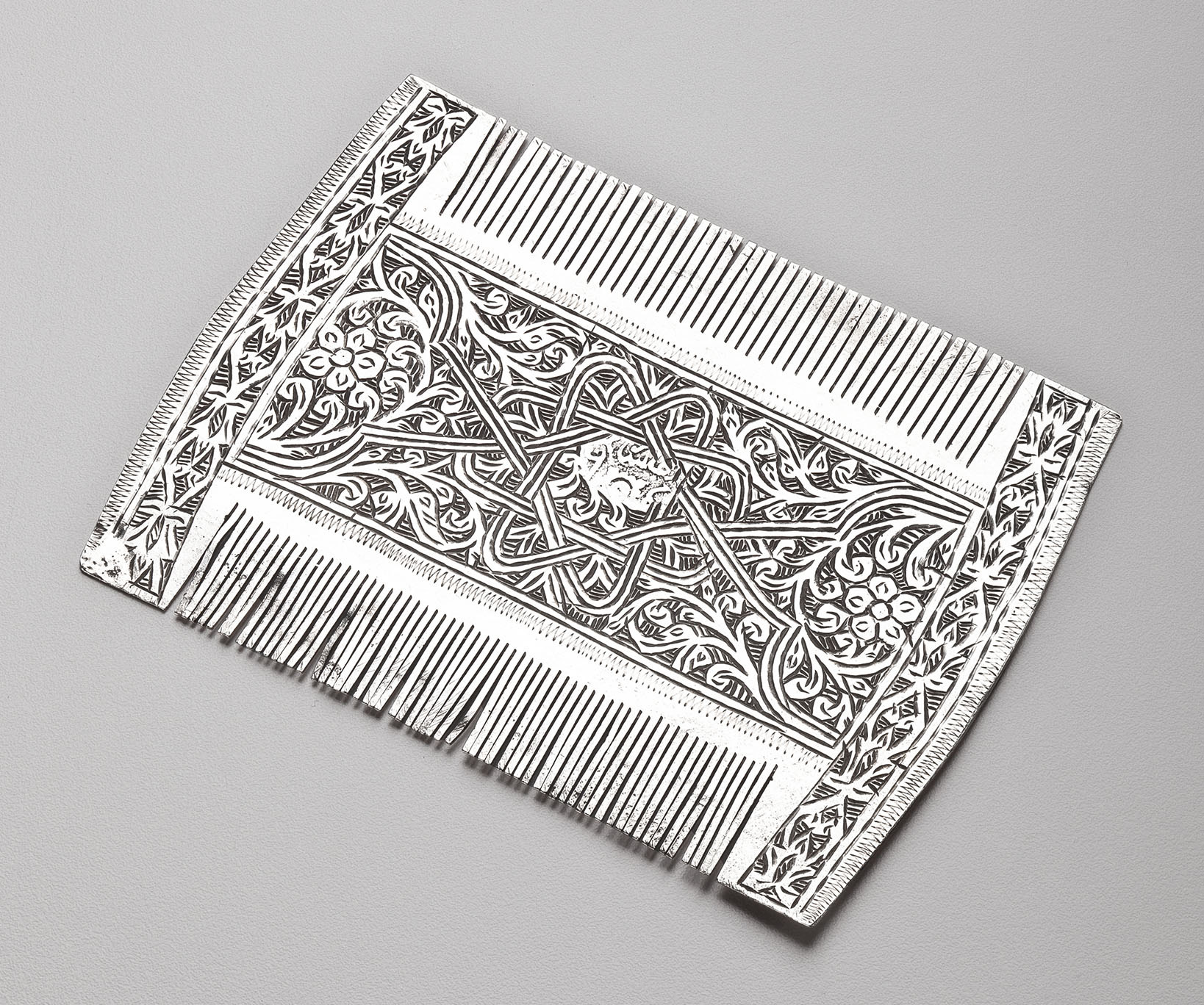 30.401_Unknown_-Comb-with-Eight-Pointed-Star,-Floral-and-Knot-Designs_950w