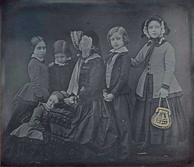 Queen-Victoria-and-Children,-January-19,-1852_William-Edward-Kilburn_reduced-to-400-W