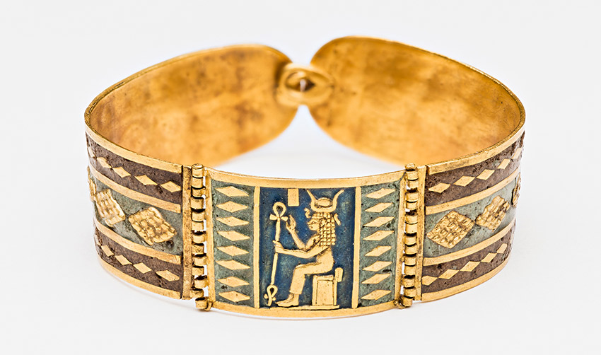 Bracelet-with-image-of-Hathor_850-W