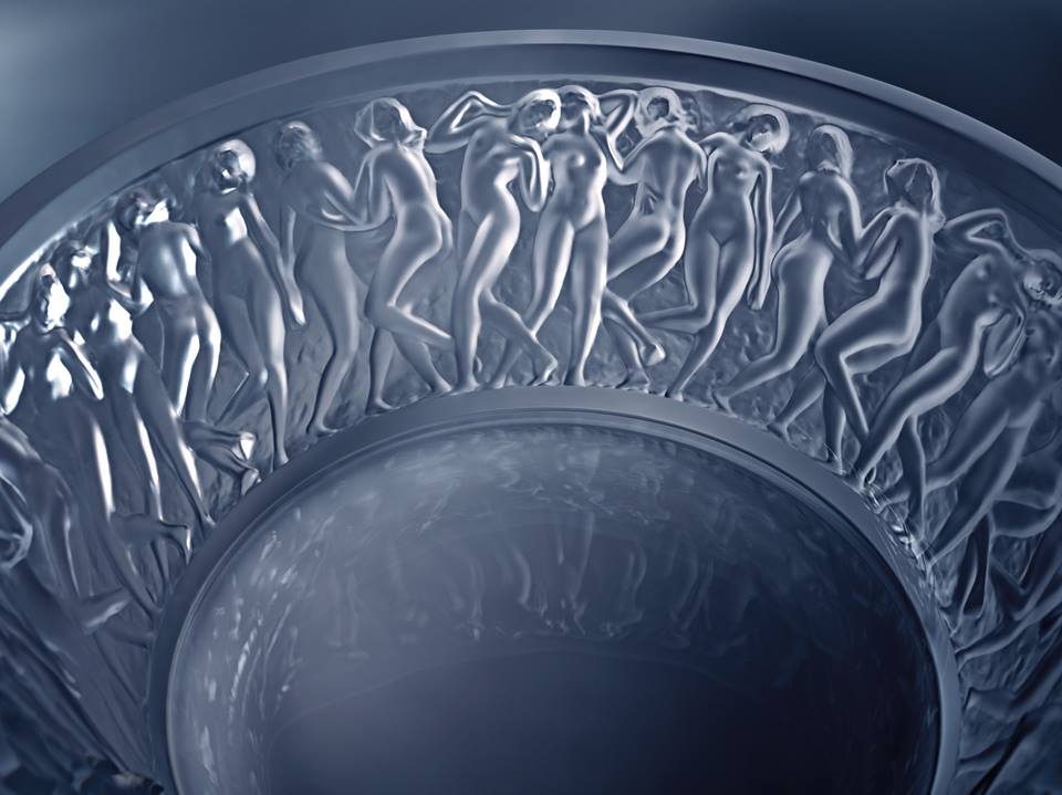 Let's discover the Bacchantes bowl today. Lalique reinvents here a famous vase created in 1927
