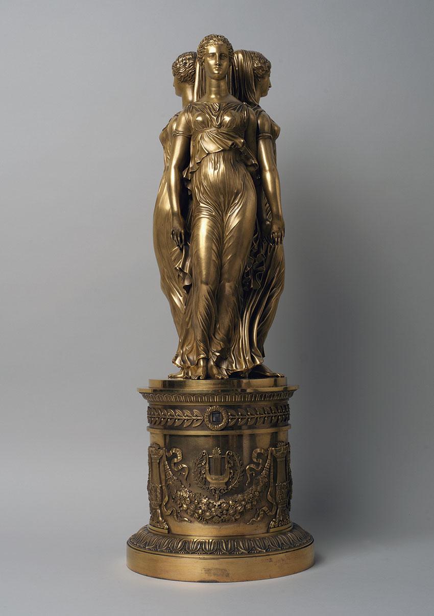 24_Las-3-Gracias.-Reloj-tournant-de-bronce-dorado-por-el-broncista-Thomire.Medidas_78x27-cm.-N-Inventario-R.A
