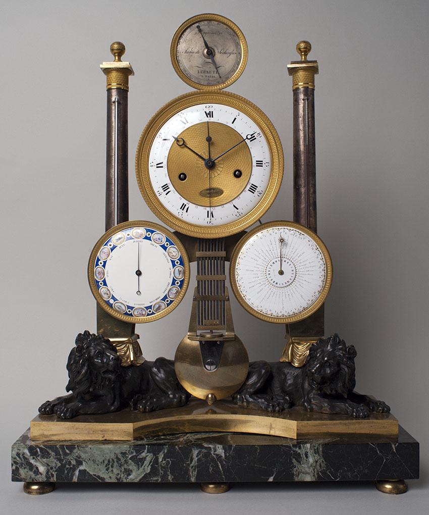 27_Reloj de sobremesa de pendulo compensado con hora universal, termómetro y barometro por Jean Andre Lepaute. Finales del s. XVIII. Medidas 68 x 56 x 18 cm.