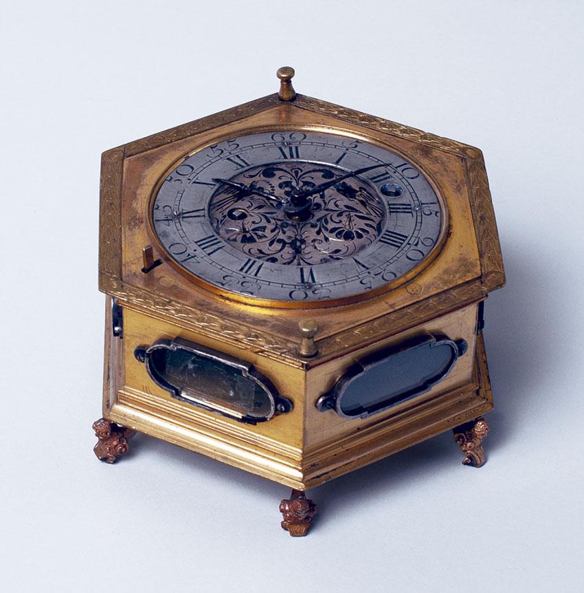 35_Reloj de Sobremesa horizontal, 1660, por Jacobi GerMedidas 9 x 14.5 cm. Nº inv. PO 059