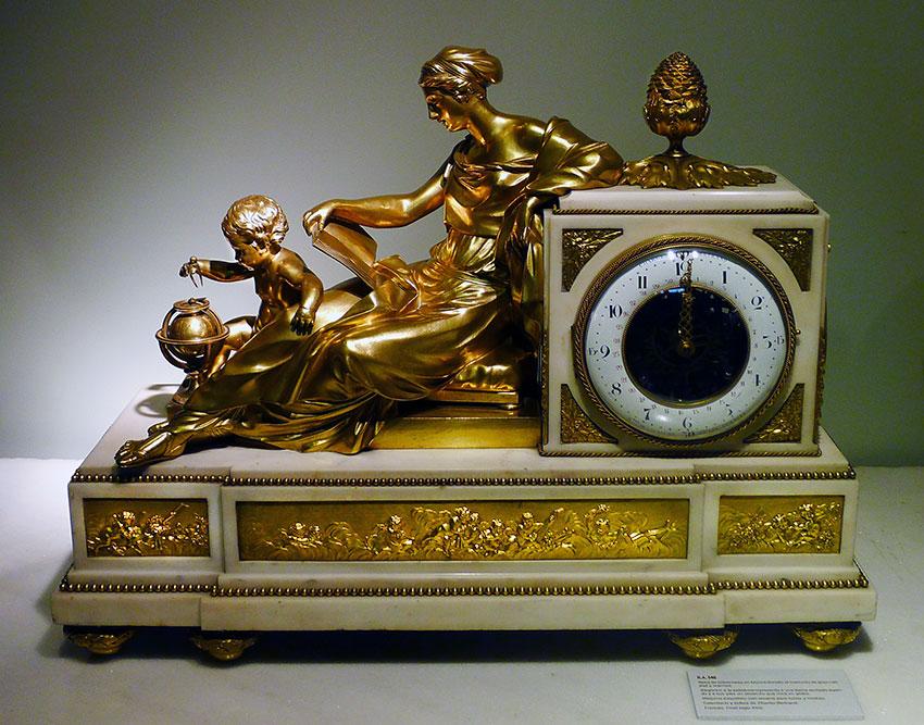 51_La Astronomia, reloj frances en bronce dorado. Estilo Luis XVI. Circa 1780. Medidas 48x63x24 cm.