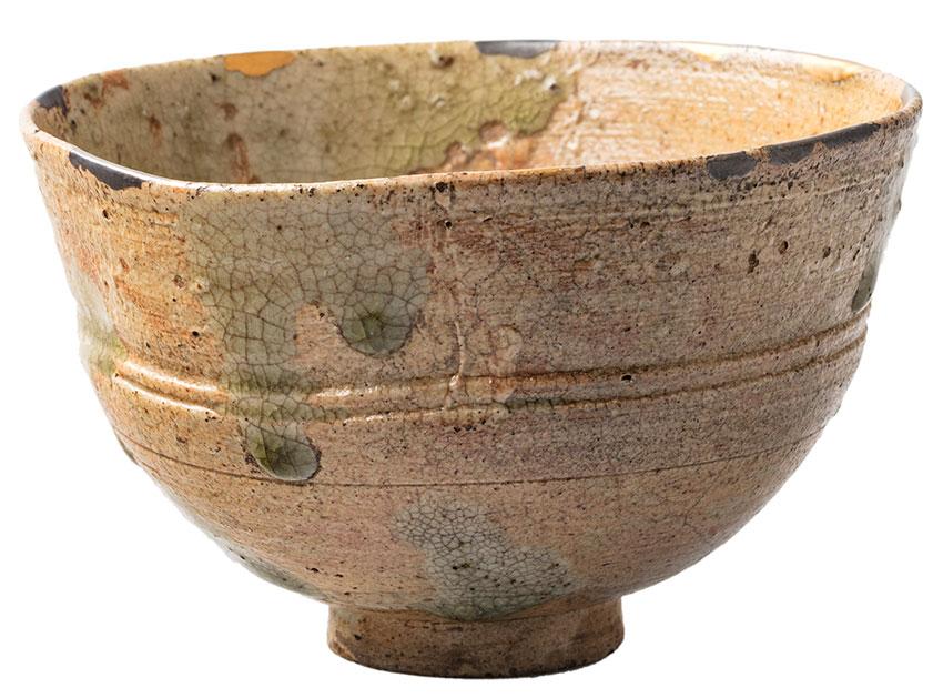 Japan, Tea bowl (chawan) named Morning Light (Akebono), 17th Century, Shigaraki, Shiga prefecture, earthenware, ash glaze, gold, silver mends, 8.0 x 13.0 cm (diam.)