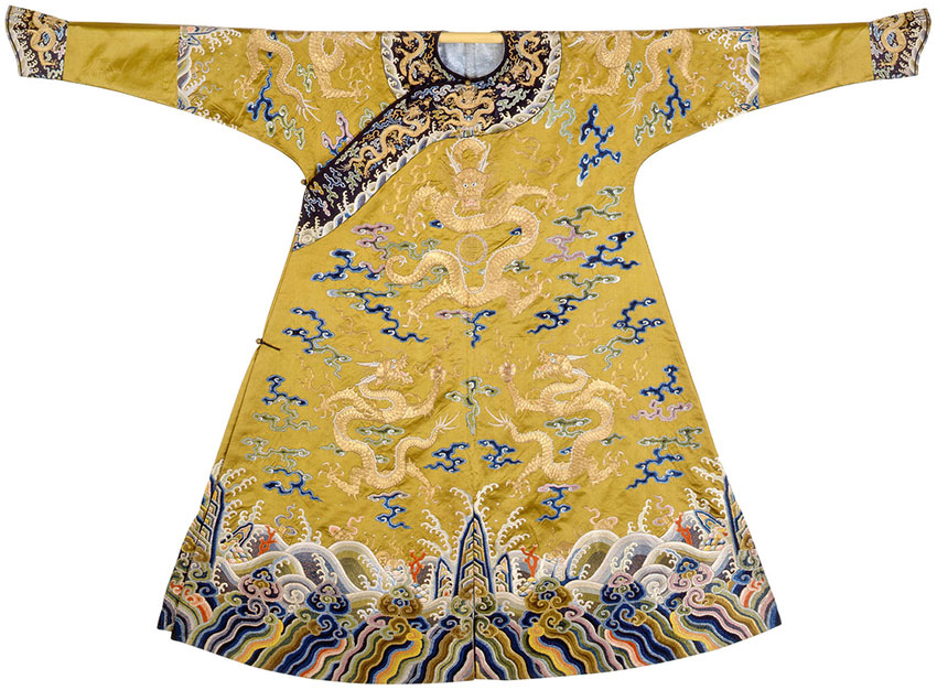 Emperor-court-robe,-embroidered-silk-with-seed-pearls_Qing-dynasty,-Qianlong-period,-145-×-190-cm-version-two
