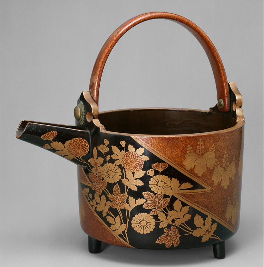 MET Museum_ Kyoto_Sake Ewer _Hisage_ with Chrysanthemums and Paulownia Crests in Alternating Fieldsearly 17th century_DT4605_850-W